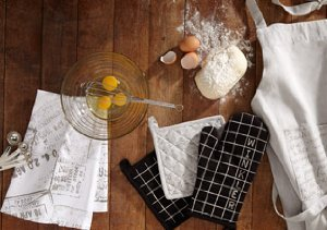 The Charming Chef: Aprons, Oven Mitts & More