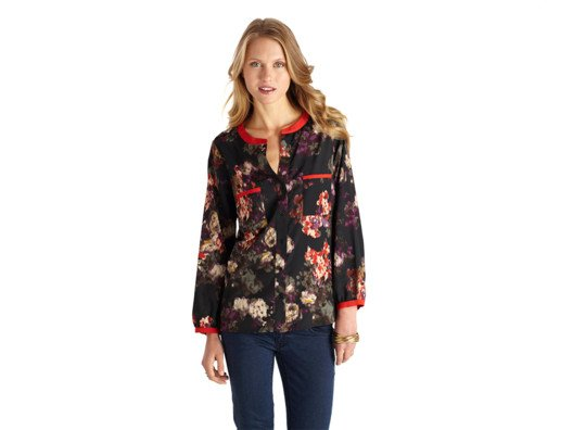 This blouse is stylish and comfortable. There are so many ways you can style it and you will always look polished.