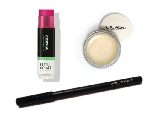 This kit is everything you need for a full makeup look in three easy-to-use items.