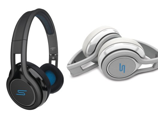 Get astoundingly clear sound and enhanced bass from these compact STREET on-ear headphones.