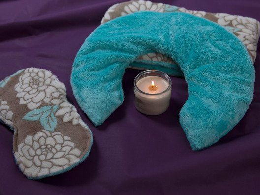 Relax and let the Hot & Cold Spa Therapy Set by Luxury Therapeutic wrap you in cozy luxury with  the softest plush fabric to render elegant pain relief and relaxation!
