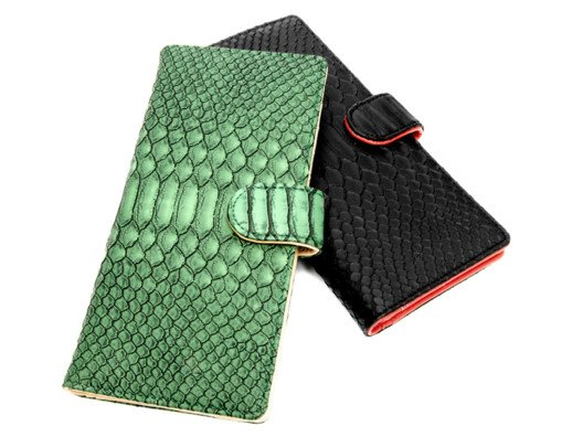 This wallet makes you all neat and organized! And I think they are so lovely with the embossed