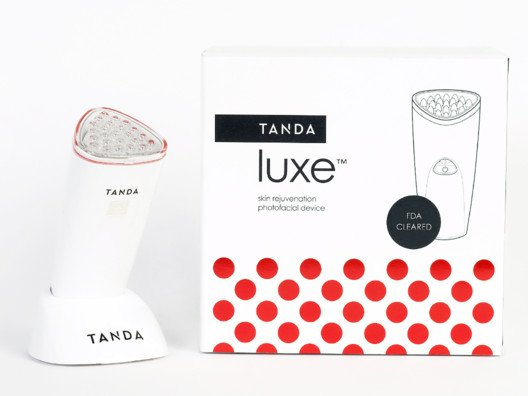 The red light technology diminishes lines and wrinkles, boosts radiance, hydrates and firms your skin, and transforms rough texture into super-smoothness.