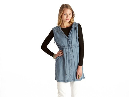 I love creative layering pieces and this chambray tunic is my latest favorite. It's casual chic: flattering yet easy to wear.