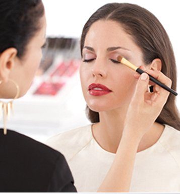"Watch how Rebecca Restrepo, Elizabeth Arden Global Makeup Artist creates the Night ""Romance""."