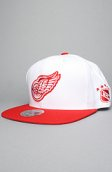 <b>Mitchell & Ness</b><br />The Detroit Red Wings Wool Snapback Hat in White & Red