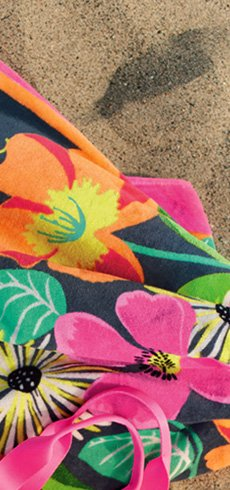 Beach Towel in Jazzy Blooms