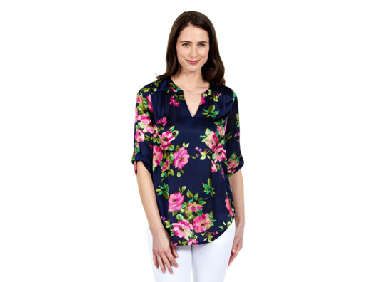 The floral print of this blouse is eye-catching for spring and the fit is comfortable and flattering.