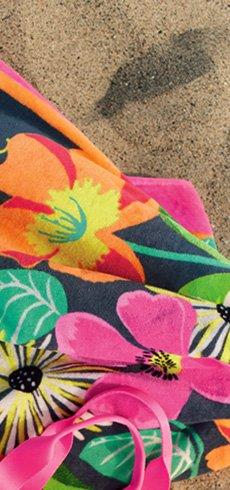 Beach Towel in Jazzy Blooms
