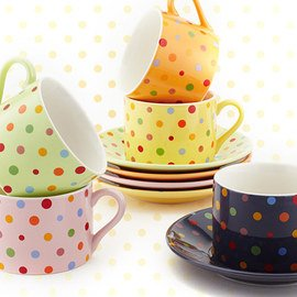 Mark the Spot: Polka Dot Dinnerware