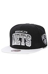 The Brooklyn Nets Arch Gradient Snapback Cap in Black