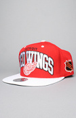 <b>Mitchell & Ness</b><br />The Detroit Red Wings Arch Snapback Hat in Red & White