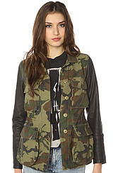 The Hartman M65 Contrast Sleeve Jacket in Field Camo