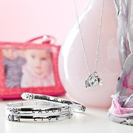 Gifts for Mom: Accessories