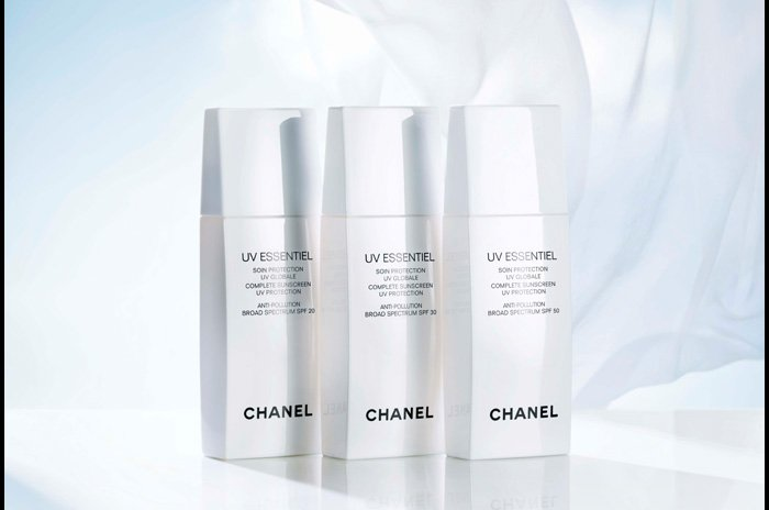 UV ESSENTIEL   Defend your complexion with customizable sun protection.