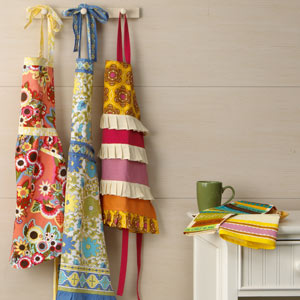 Pretty Little Kitchen Linens: Tea Towels & Aprons