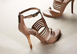 Chic Comfort: Auri Footwear