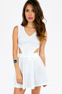 BOSSY SIDE CUT DRESS 32