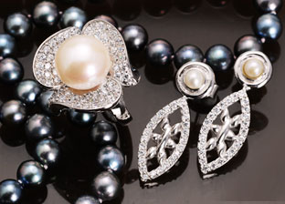 June Birthstone: Pearl Jewelry