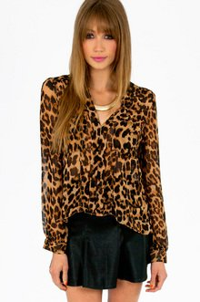 LIONESS BUTTON FRONT TOP 29