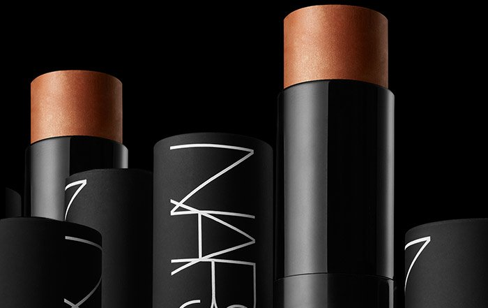 It is so versatile! I created the Multiple to bring Cheeks, Eyes and Lips together for the woman on the go. –François Nars