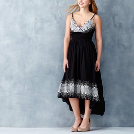 Summer Destination: Women's Dresses