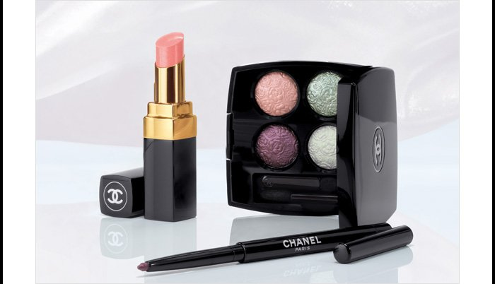 LIMITED EDITION The sweet spirit of the season inspires the new LES DÉLICES DE CHANEL collection.
