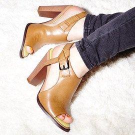 Calvin Klein Jeans: Footwear