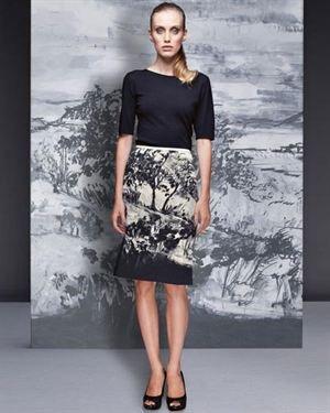 Elegance Landscape Print Pencil Skirt Made In Europe