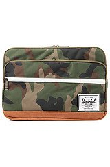 Herschel Supply Pop Quiz 13 Laptop Sleeve in Woodland Camo