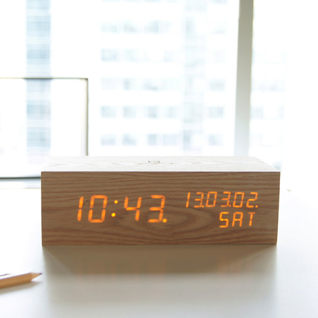 Wood Alarm Clock LED // Oak
