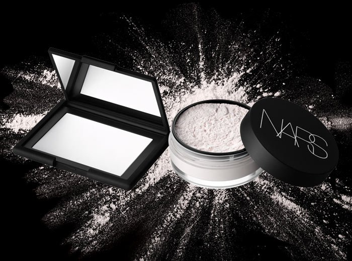 Set makeup and refine skin with a visibly smooth, soft matte finish.