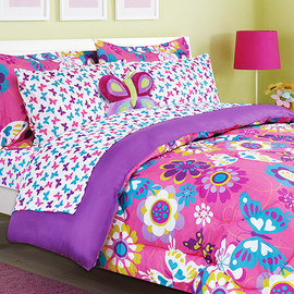 Colorfully Cute: Décor & Bedding