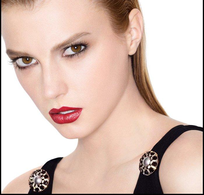 COLLECTION ROUGE ALLURE MOIRE DE CHANEL Opulent new shades dress lips in luminous colour.