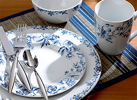 Traditional_tabletop_feat_kathy_ireland_153646_hero_9-27-13_hep_two_up