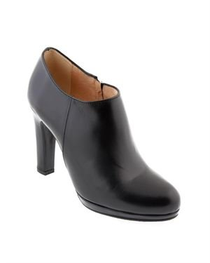 Renatta Leather Solid Color Booties Made In Spain