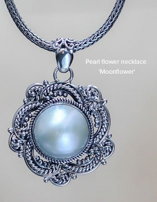 Pearl flower necklace 'Moonflower'