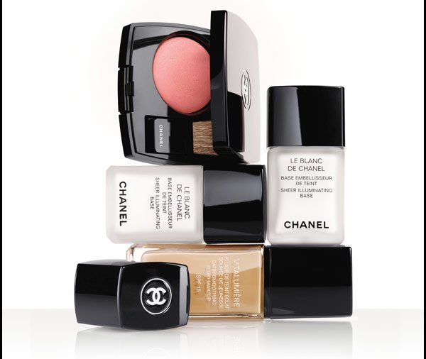 RADIANCE, REINVENTED Add more light to your look with two unexpected uses for LE BLANC DE CHANEL.