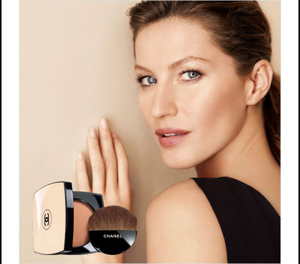 SHEER ELEGANCE  Refine your holiday look this season with light and luminous LES BEIGES Healthy Glow Sheer Colour SPF 15.