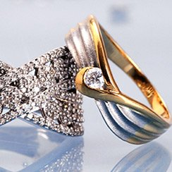 Most Romantic Gift for Her: Diamond Rings Under $499