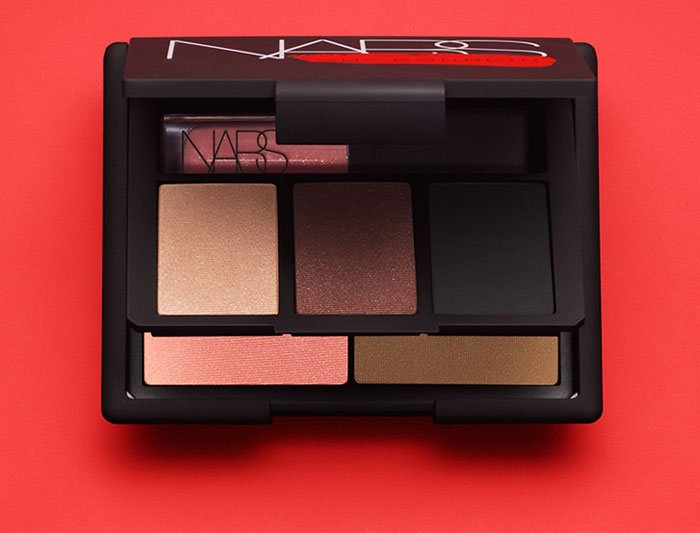Set Includes Exclusive Eye and Cheek Palette.