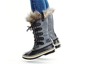 Sorel-cyber_monday_heroes-model_4-cf-6108-hep_two_up