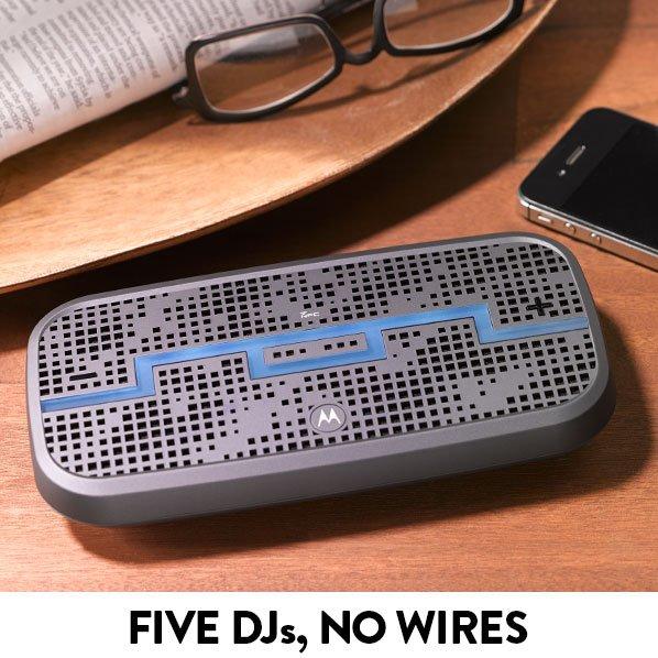 FIVE DJs, NO WIRES