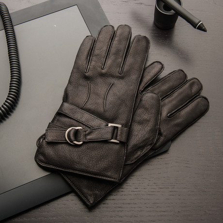 Deerskin Glove With Buckle