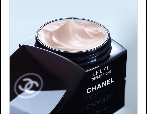 INTUITIVE ANTI-AGING Reveal the look of optimal firmness with LE LIFT, the Smart Cream from Chanel. Offered in three intelligent textures.