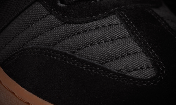 9_2_Arena_Black_Gum_Detail