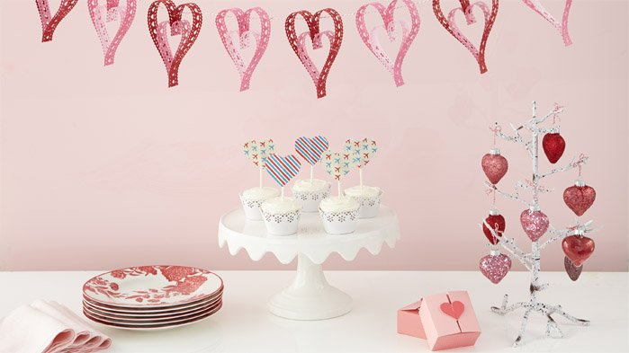 Discover 14 DIY projects to celebrate Valentine's Day.