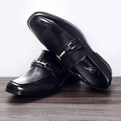 Pelle Pelle, Pleasure Island Footwear & More