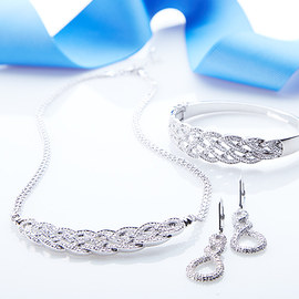 Luxe Accents: Diamond Jewelry