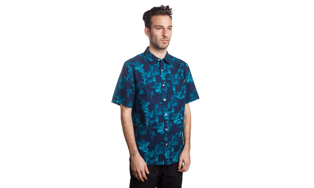 8_huf_sp14_d2_floral_ss_woven_navy